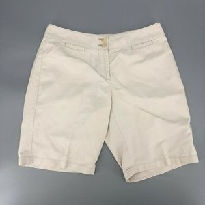 Ann Taylor Curvy Fit Lower On Waist Shorts Size 6P